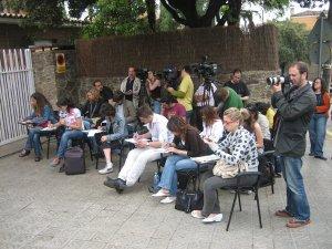 En una rueda de prensa, junto a otros compañeros.